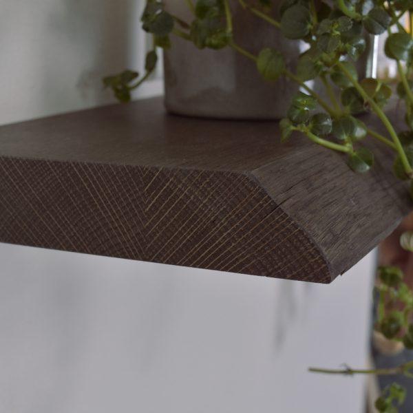 Halle plankehylde -detalje